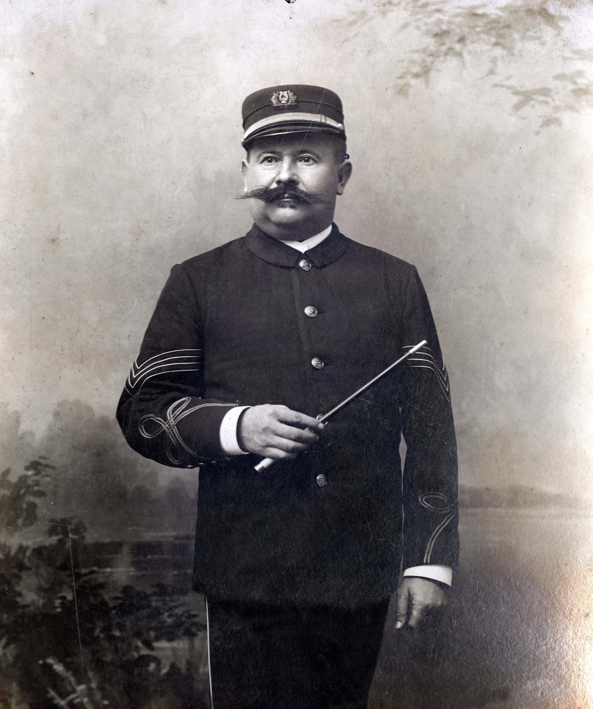 Kamper in uniform with baton